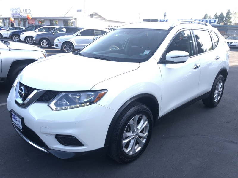 2016 Nissan Rogue SV  White All advertised prices exclude government fees and taxes any financ