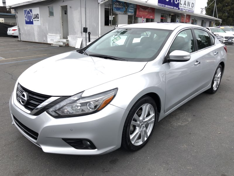 2017 Nissan Altima 35 SL  Brilliant Silver All advertised prices exclude government fees and t