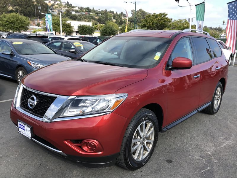2016 Nissan Pathfinder s  Cayenne Red Metallic All advertised prices exclude government fees an