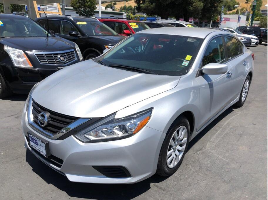 2017 Nissan Altima 25 S  Brilliant Silver All advertised prices exclude government fees and ta