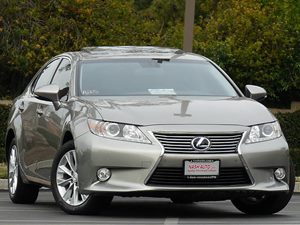 View 2015 Lexus ES 300h