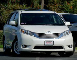 View 2015 Toyota Sienna