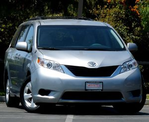 View 2013 Toyota Sienna