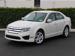 2011 Ford Fusion SE Carfax Report - No Accidents  Damage Reported to CARFAX  White Platinum Me