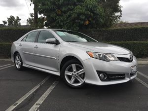 2013 Toyota Camry SE Carfax 1-Owner  Classic Silver Metallic  We are not responsible for typog