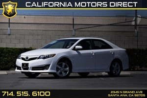 2014 Toyota Camry SE Carfax 1-Owner - No AccidentsDamage Reported  Super White  18996 Per M