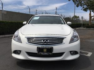 2015 INFINITI Q40  Carfax 1-Owner - No AccidentsDamage Reported  Moonlight White  We are not