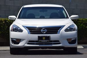 2014 Nissan Altima 25 S Carfax 1-Owner - No AccidentsDamage Reported  Pearl White  We are no