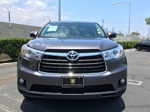 2016 Toyota Highlander LE Plus Carfax 1-Owner - No AccidentsDamage Reported  Predawn Gray Mica