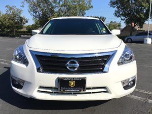 2015 Nissan Altima 25 SV Carfax 1-Owner - No AccidentsDamage Reported  White  We are not res