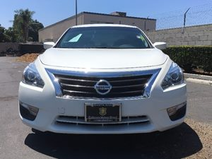 2015 Nissan Altima 25 Carfax 1-Owner - No AccidentsDamage Reported  White  We are not respon