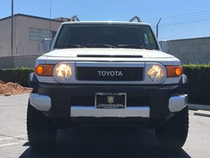 2012 Toyota FJ Cruiser Base Carfax Report - No AccidentsDamage Reported  White  We are not re