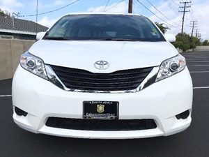 2014 Toyota Sienna LE 7-Passenger Auto Carfax Report - No AccidentsDamage Reported  Super Whit