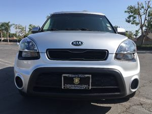 2013 Kia Soul  Carfax Report - No AccidentsDamage Reported  Bright Silver Metallic  We are n