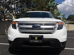 2015 Ford Explorer XLT Carfax 1-Owner  White  We are not responsible for typographical errors