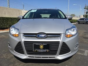 2014 Ford Focus SE Carfax 1-Owner - No AccidentsDamage Reported  Ingot Silver Metallic  We ar