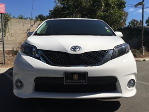 2014 Toyota Sienna SE 8-Passenger Carfax 1-Owner  Super White  We are not responsible for typo