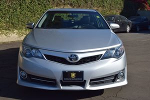 2014 Toyota Camry SE Carfax 1-Owner - No AccidentsDamage Reported  Classic Silver Metallic  W