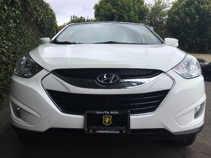 2013 Hyundai Tucson Limited  White All advertised prices exclude government fees and taxes any