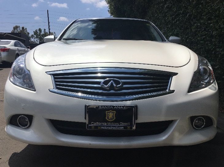 2015 INFINITI Q40 Base  Moonlight White All advertised prices exclude government fees and taxes