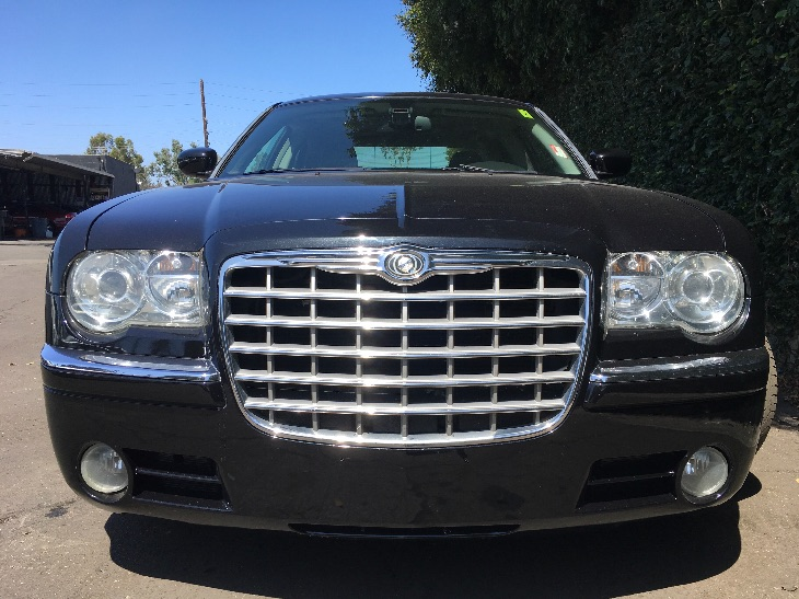 2007 Chrysler 300 C  Brilliant Black Crystal Prl All advertised prices exclude government fees