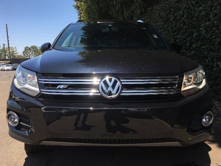 2016 Volkswagen Tiguan 20T R-Line  Deep Black Pearl All advertised prices exclude government f