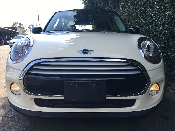 2015 MINI Cooper Hardtop 4 Door Cooper  White All advertised prices exclude government fees and