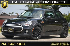 2014 MINI Cooper Hardtop  Carfax 1-Owner - No AccidentsDamage Reported 3 Cylinders Air Conditio