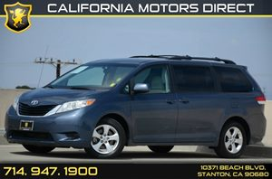 2014 Toyota Sienna LE AAS Carfax 1-Owner - No Accidents  Damage Reported to CARFAX Air Condition