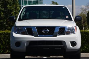 2016 Nissan Frontier SV Carfax 1-Owner  Glacier White ---  26791 Per Month -ON APPROVED C