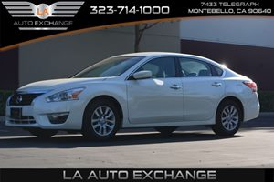 2014 Nissan Altima 25 S Carfax 1-Owner - No AccidentsDamage Reported  Pearl White ---  1