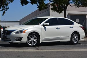 2015 Nissan Altima 25 SL Carfax 1-Owner - No AccidentsDamage Reported  Pearl White  We are n