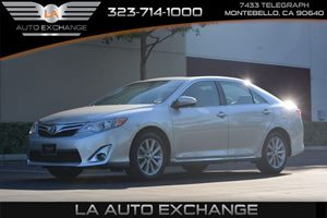 2014 Toyota Camry XLE Carfax 1-Owner  Classic Silver Metallic 21594 Per Month -ON APPROVED C