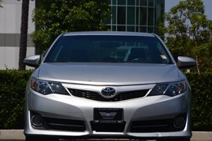 2014 Toyota Camry SE Carfax 1-Owner - No AccidentsDamage Reported  Classic Silver Metallic 1