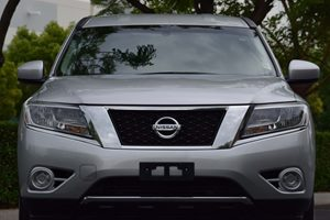 2014 Nissan Pathfinder S Carfax 1-Owner  Brilliant Silver  We are not responsible for typograp