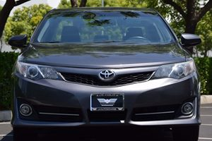 2014 Toyota Camry SE Carfax 1-Owner - No AccidentsDamage Reported  Cosmic Gray Mica  We are n