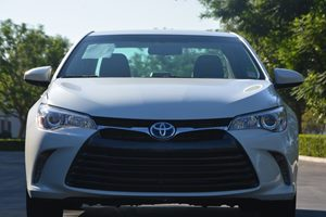 2015 Toyota Camry Hybrid XLE Carfax Report  Super White  We are not responsible for typographi