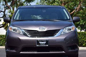 2014 Toyota Sienna LE Mobility 7-Passen Carfax 1-Owner - No AccidentsDamage Reported Abs And Dri