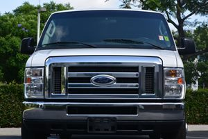 2013 Ford Econoline Wagon E-350 SD Carfax Report  Oxford White 21594 Per Month -ON APPROVED