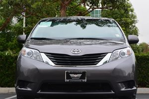 2014 Toyota Sienna LE 8-Passenger Carfax 1-Owner  Predawn Gray Mica 25492 Per Month -ON APPR