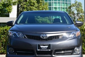 2014 Toyota Camry SE Carfax 1-Owner - No AccidentsDamage Reported  Gray  19646 Per Month -O