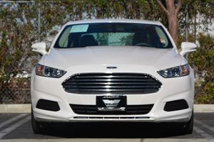 2016 Ford Fusion SE Carfax 1-Owner - No AccidentsDamage Reported  White 22894 Per Month -ON