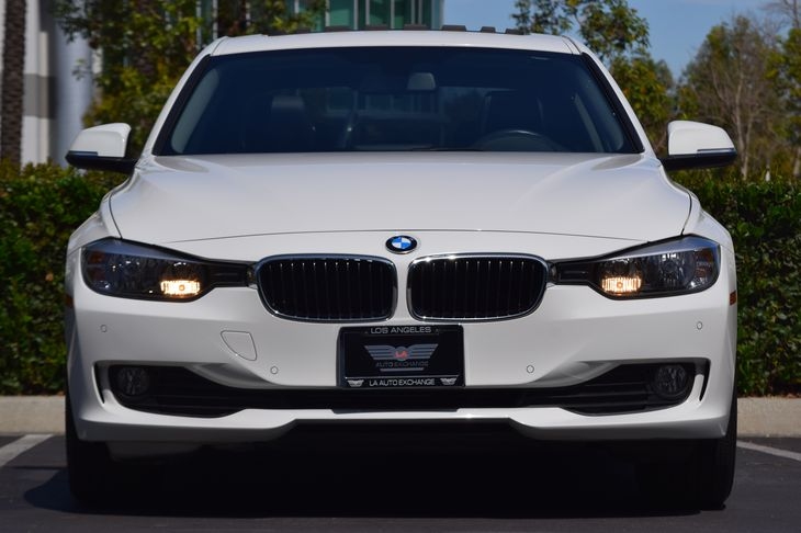 2015 BMW 3 Series 320i  White TAKE ADVANTAGE OF OUR PUBLIC WHOLESALE PRICING GOING ON RIGHTNO