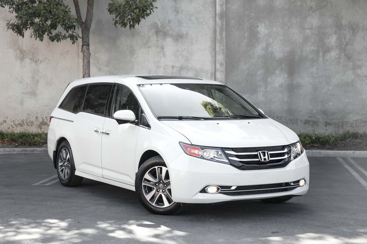 2015 Honda Odyssey Touring 1 Lcd Monitor In The Front And 1 Lcd Row Monitor In The Rear Air Condi