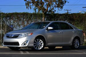 2012 Toyota Camry SE Carfax Report  Classic Silver Metallic 19776 Per Month -ON APPROVED CRE