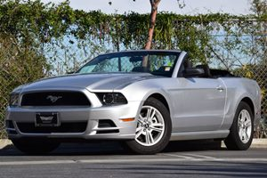 2013 Ford Mustang V6 Carfax 1-Owner - No Accidents  Damage Reported to CARFAX 2 Covered Cuphol