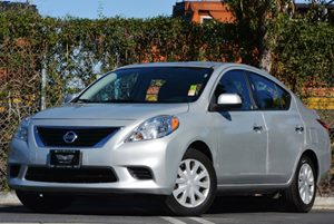 2014 Nissan Versa SV Carfax Report - No Accidents  Damage Reported to CARFAX  Brilliant Silver