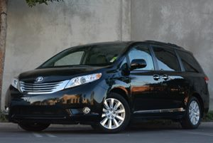 2012 Toyota Sienna XLE AAS Carfax 1-Owner - No Accidents  Damage Reported to CARFAX Air Conditio