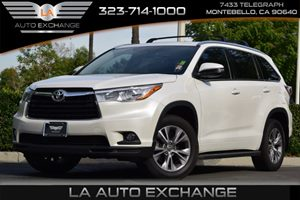 2015 Toyota Highlander XLE Carfax 1-Owner  White  We are not responsible for typographical err