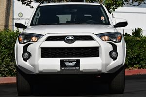 2016 Toyota 4Runner SR5 Carfax 1-Owner 2 Seatback Storage Pockets 5 Person Seating Capacity 6 C